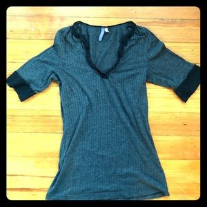 Emma & Sam Gray Black 3/4 Sleeve Top